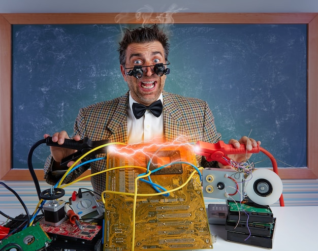 Technicien en électronique nerd éclairs Photo Premium