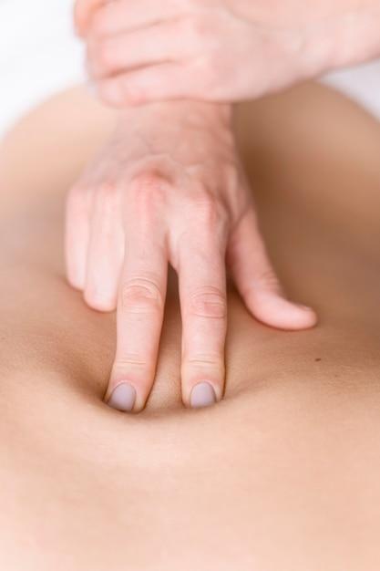 Technique De Thérapie De Massage Du Dos Photo gratuit
