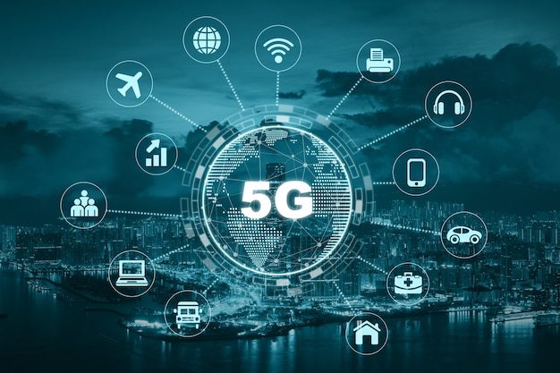 Technologie 5g avec point de la terre au centre de diverses icônes internet de la chose Photo Premium