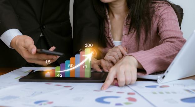 Technologie D'analyse Des Graphiques De Travail Des Bénéfices Et Des Objectifs Commerciaux Du Marché Boursier Photo Premium