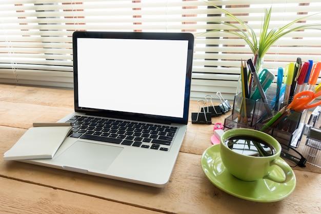 Technologies d affaires lieu de travail avec ordinateur portable
