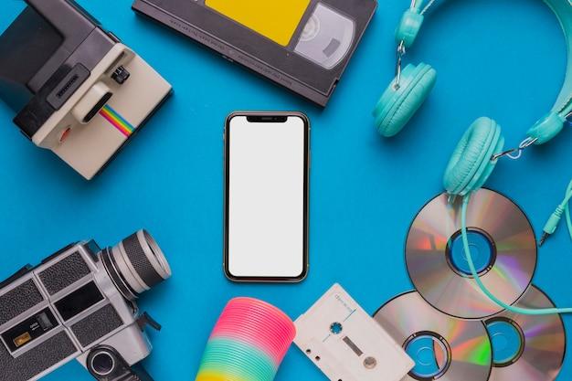 Téléphone portable avec appareil vintage Photo gratuit