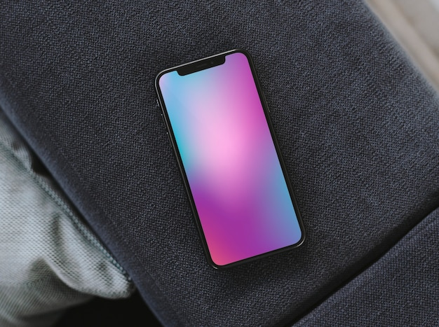 Téléphone portable avec un fond coloré Photo gratuit