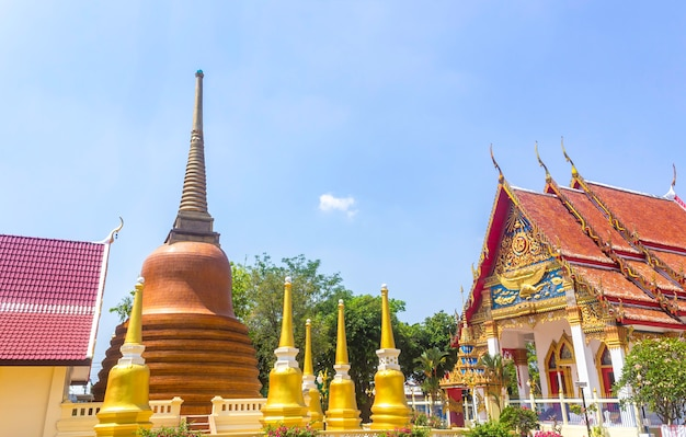 Temple aux pagodes d'or Photo Premium