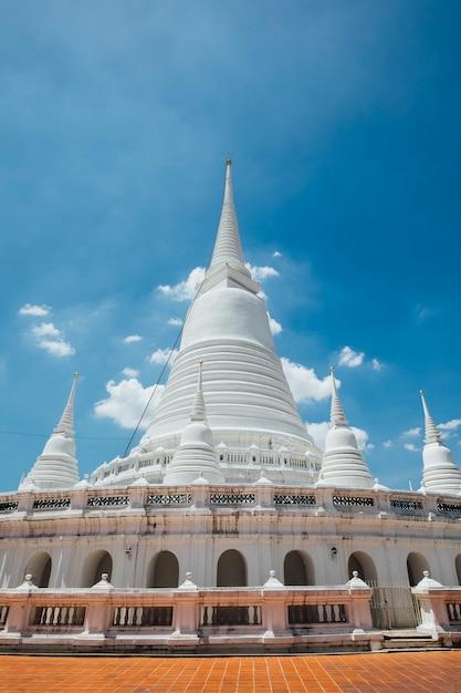 Temple blanc du patrimoine mondial à bangkok Photo gratuit