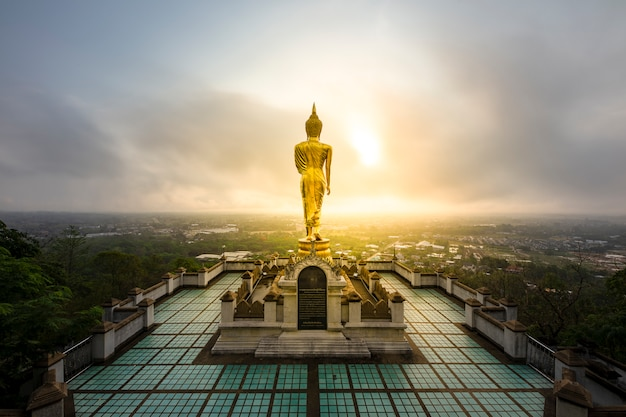 Temple doré statue de bouddha Photo Premium