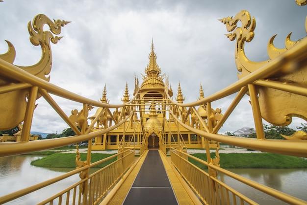 Temple D'or à Wat Rong Khun (temple Blanc), Chiang Rai, Nord De La Thaïlande Photo Premium