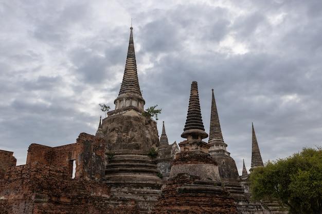 Temple phra sri sanphet dans la province de phra nakhon si ayutthaya, thaïlande Photo Premium