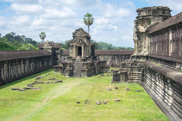 Temple de pierre à angkor wat, cambodge Photo Premium