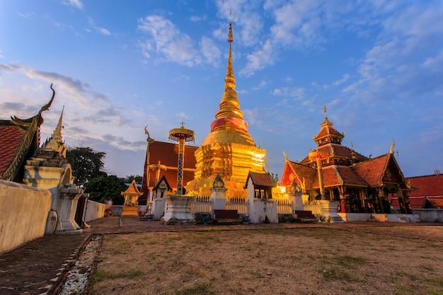 Temple de pongsanuk, lampang, thaïlande. prix du patrimoine asie-pacifique pour la conservation du patrimoine culturel Photo Premium