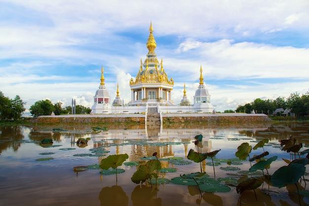 Temple en thaïlande lieu de pratique Photo Premium