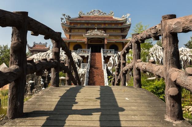 Temple vietnamien de lumbini Photo Premium