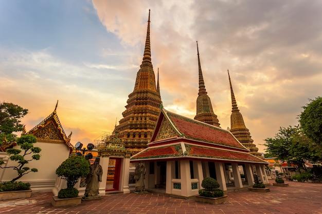 Temple Wat Pho Ou Wat Phra Chetuphon à Bangkok, Thaïlande Photo Premium