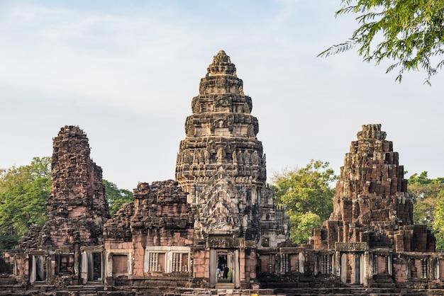 Temples de style angkor et anciennes ruines khmères à phimai, thaïlande. Photo Premium