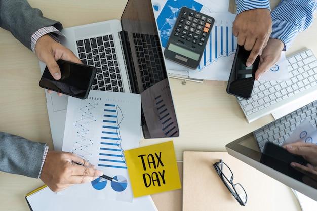 Le temps des impôts planifier de l'argent comptabilité financière fiscalité Photo Premium