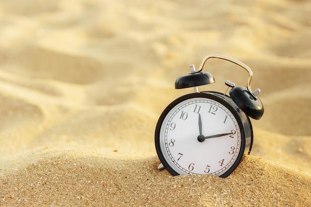 Temps de vacances, réveil sur le sable Photo Premium