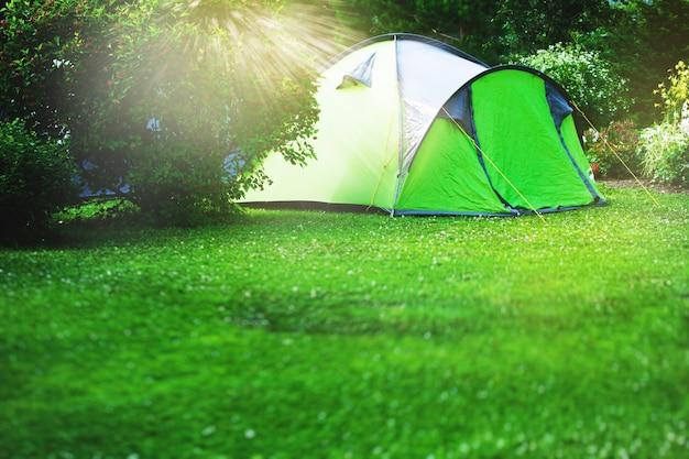 Tente touristique, sur, vert, pré Photo Premium