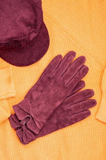 Tenue chaude dans des couleurs à la mode pour le temps froid Photo Premium