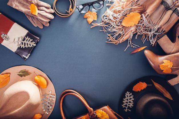 Tenue féminine d'automne. ensemble de vêtements, chaussures et accessoires. copie. concept commercial Photo Premium