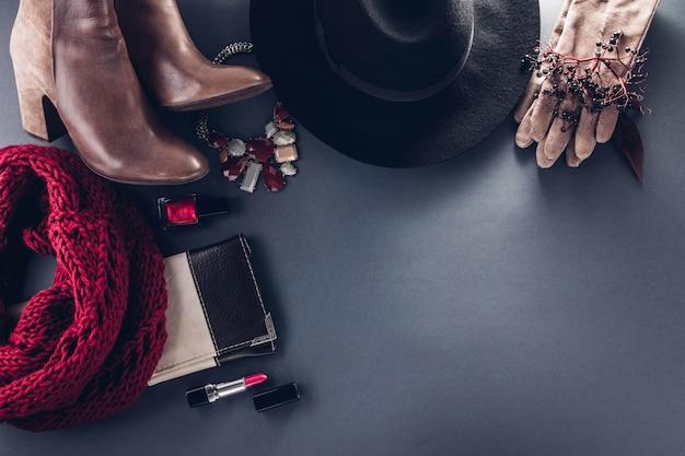 Tenue féminine d'automne. ensemble de vêtements, chaussures et accessoires. copie Photo Premium