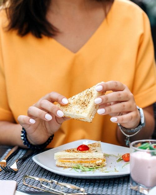 Tenue femme, sandwich Photo gratuit