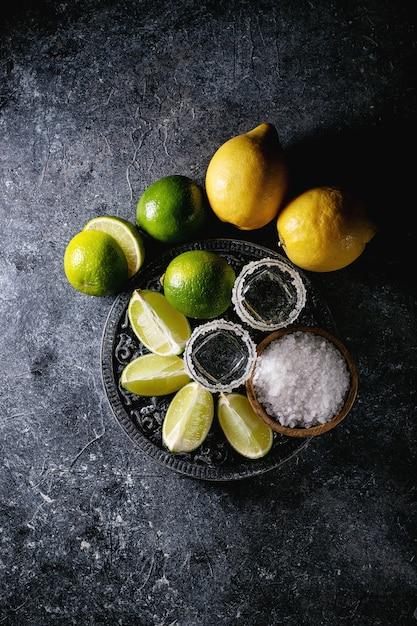 Tequila au sel et citrons verts Photo Premium