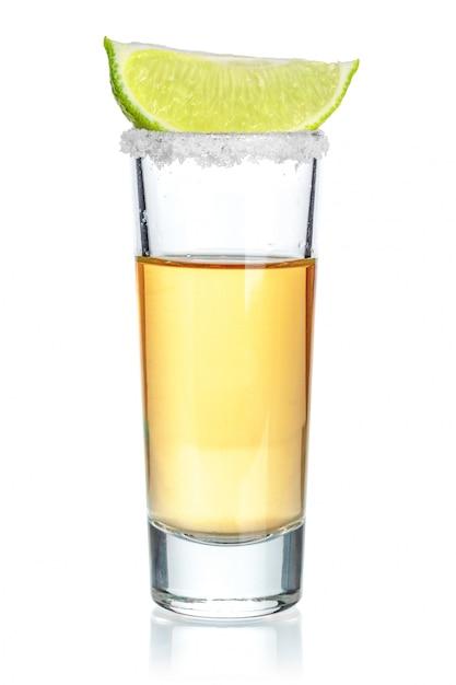 Tequila Or Tourné Isolé Sur Blanc Photo Premium