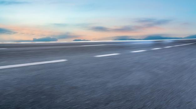 Terrain De Route Et Paysage De Nuage De Ciel Photo Premium