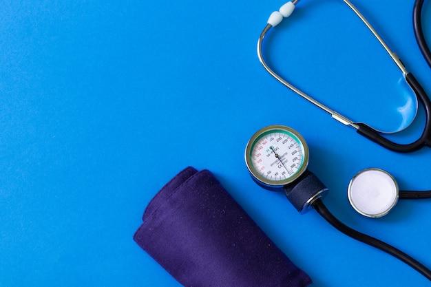 Test de cardiologie. stéthoscope médical. diagnostic médical. sondage Photo Premium