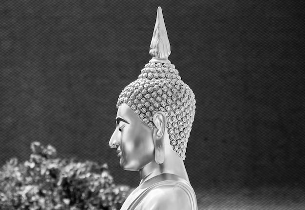 Tête de bouddha statue monochrome fond Photo Premium