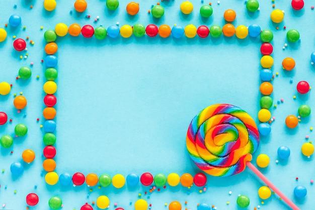 Texte good day, carte de voeux, bonbons et sucettes Photo Premium