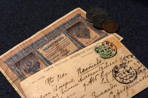 Texte manuscrit avec l'adresse en russe. Photo Premium
