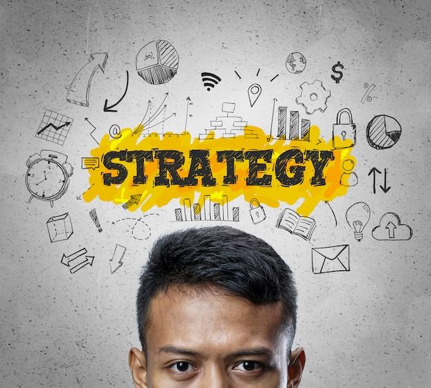 Texte de stratégie. chef d'homme d'affaires asiatique pensant business sketch concept background. Photo Premium