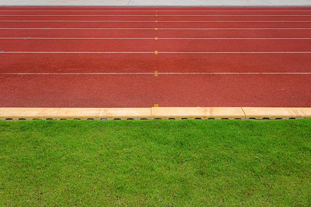 Texture de course en caoutchouc rouge sur circuit en stade extérieur Photo Premium