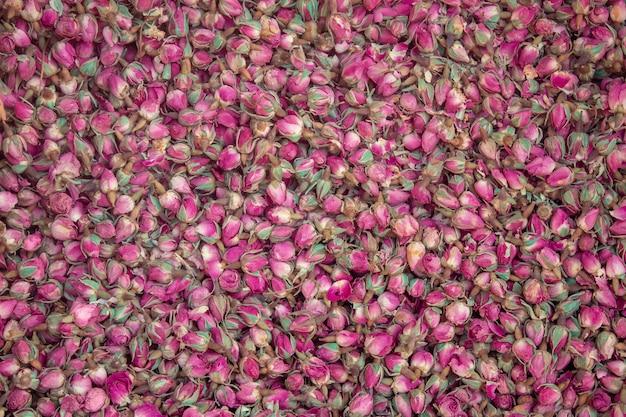 Texture de fond de boutons de rose séchées. Photo Premium