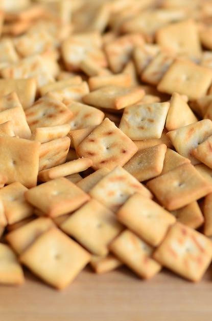 Texture de fond de petits carrés comestibles cuits de la pâte Photo Premium