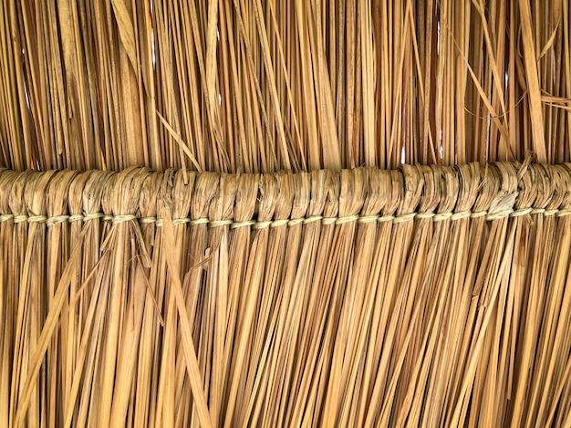 Texture grunge de toit de pile de foin d'en bas Photo Premium