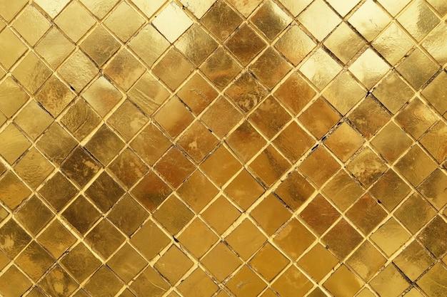 Texture horizontale du fond de mur de mosaïque d'or Photo Premium