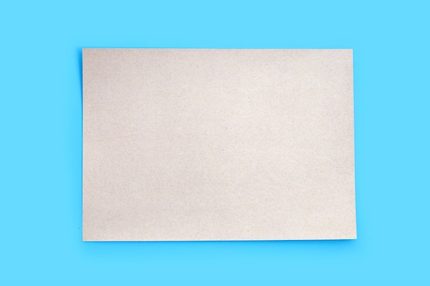 Texture De Papier Brun Sur Fond Bleu. Photo Premium
