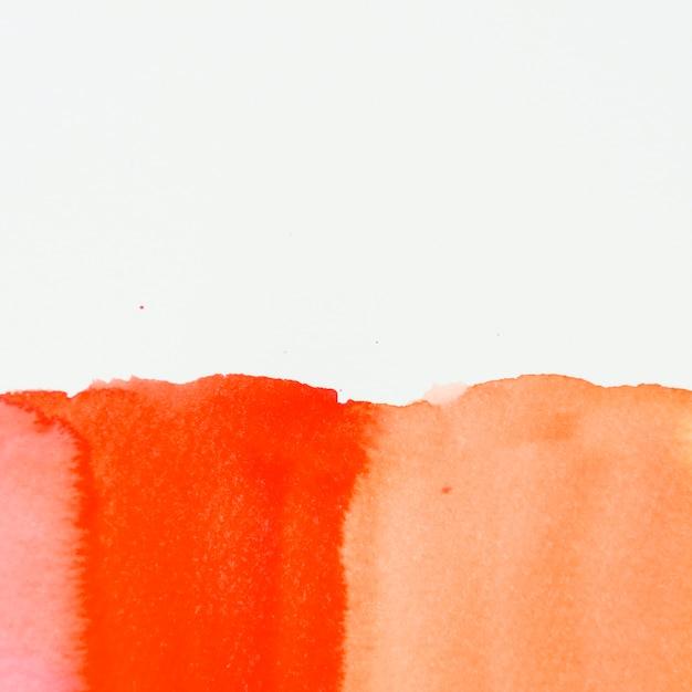 Texture de peinture rouge et orange sur fond blanc Photo gratuit