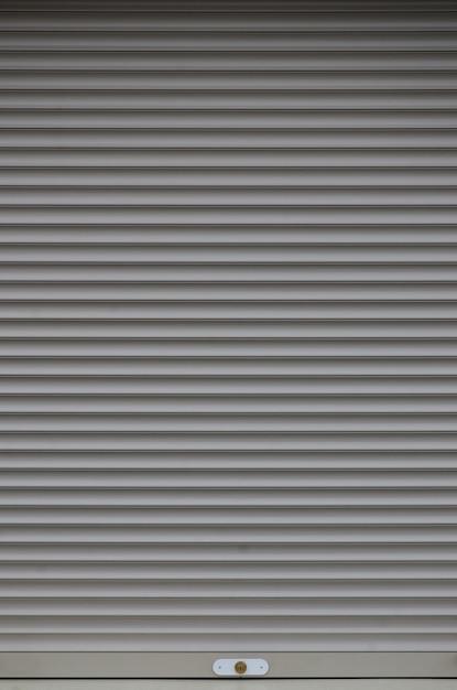 La texture de la porte ou de la fenêtre de l'obturateur est de couleur gris clair Photo Premium