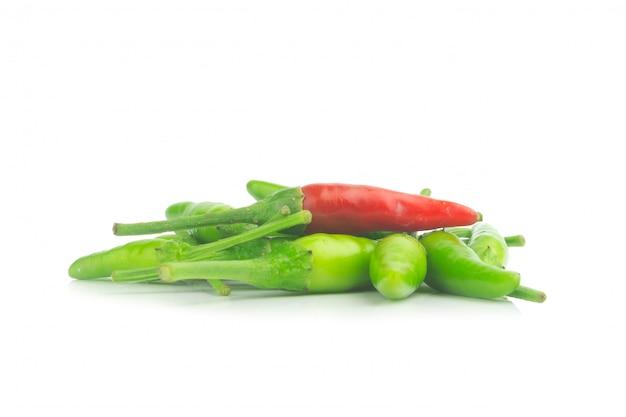 Thai poivre vert et un isolé sur fond blanc Photo Premium