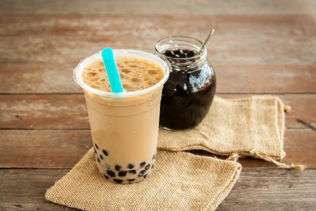 Thé au lait glacé de taiwan et pot en verre avec bulle Photo Premium