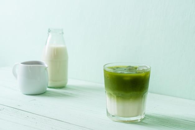 Thé au lait vert matcha glacé Photo Premium