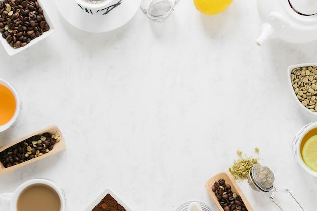 Thé et café avec espace de copie sur tableau blanc Photo gratuit