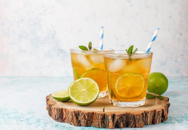 Thé Glacé Au Citron Vert Et Glace Photo gratuit