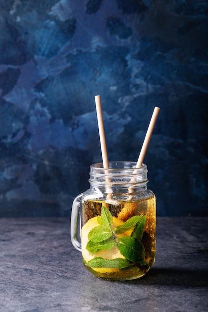 Thé glacé au citron vert Photo Premium