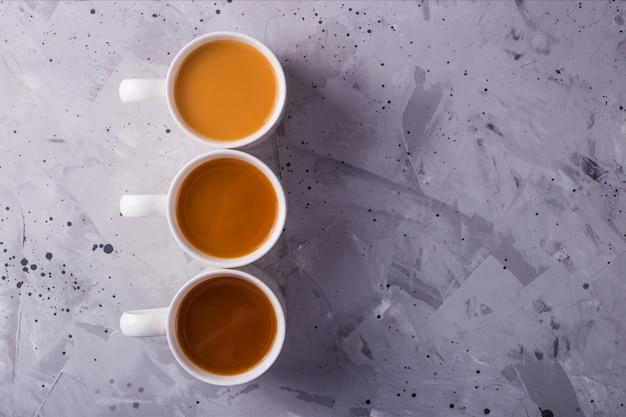Thé masala ou café avec une quantité de lait différente Photo Premium
