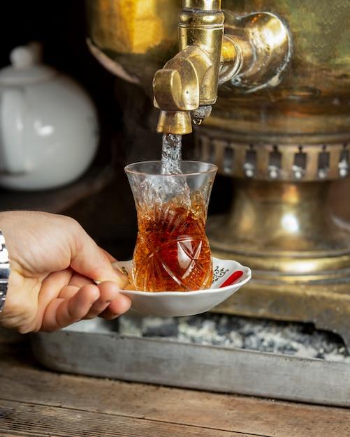 Thé samovar à l'arôme pourpre Photo gratuit