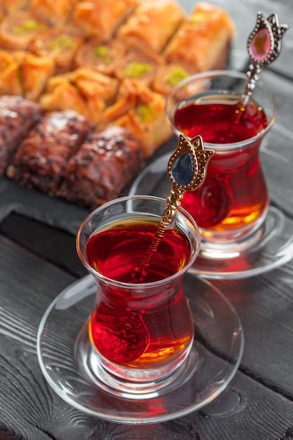Thé turc en verre traditionnel Photo Premium
